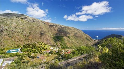 St Helena airport delayed due to danger of high winds