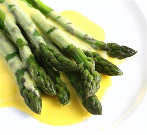 How To Make Hollandaise Sauce - The Culinary Cook