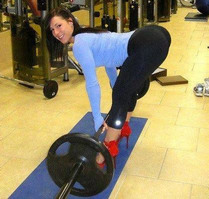 12 Reasons Why Your Girlfriend Should Do Squats