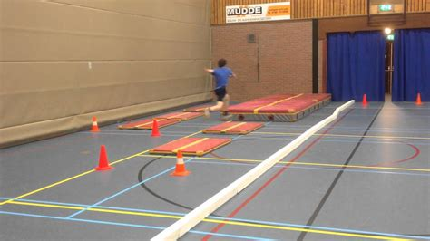 Hink Stap Sprong in de gymzaal - YouTube
