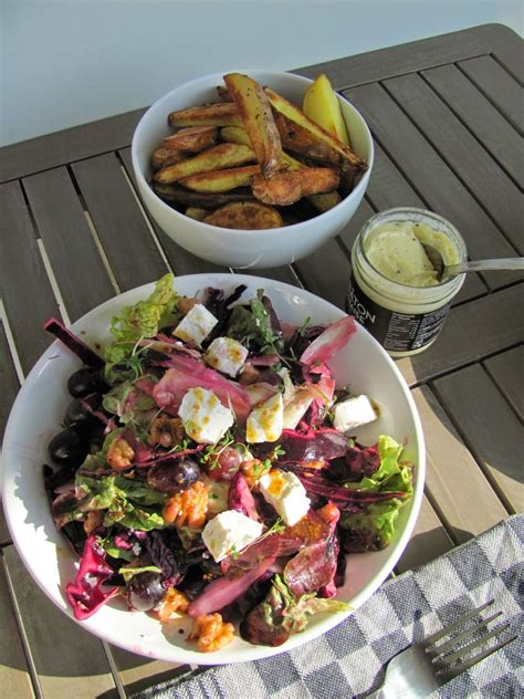 Young, Wild and Cooking: Recept | Zomerse salade met rode