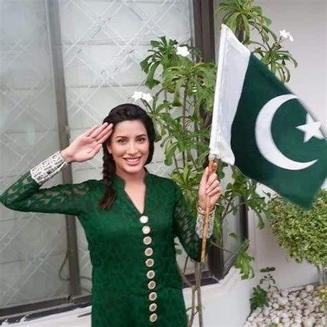 Beautiful Pictures of Pakistani Celebrities with Flag on