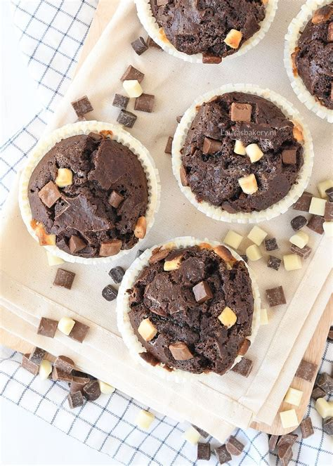 triple chocolate muffins   Recept   Chewy chocolate chip